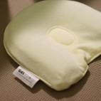 向き癖が気になるママへ朗報。ジェルトロンベビーまくらは、あかちゃんの頭の形に沿いやすい素材で、しっかりと頭をサポートします。今最も注目されているベビー枕です。